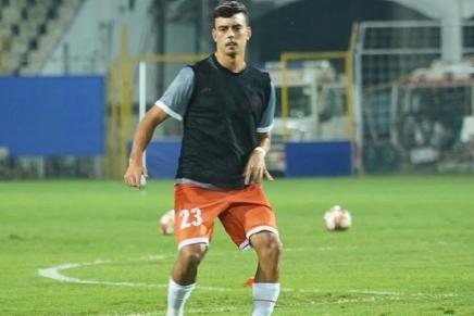 Edu Bedia bites Deepak Tangri in soccermatch