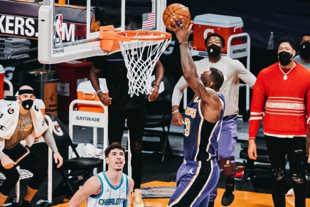 Lakers' LeBron James suffers high ankle sprain vs.Hawks