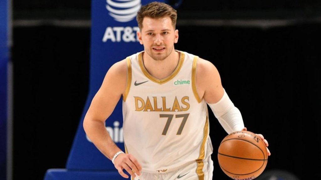 Dallas Mavericks superstar Luka Dončić dribbles up the court against the Phoenix Suns