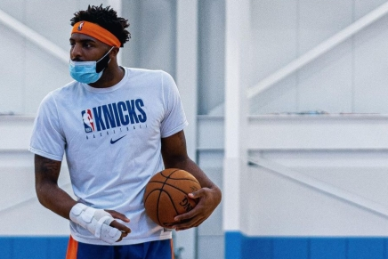 Knicks' Mitchell Robinson has suffered a broken rightfoot