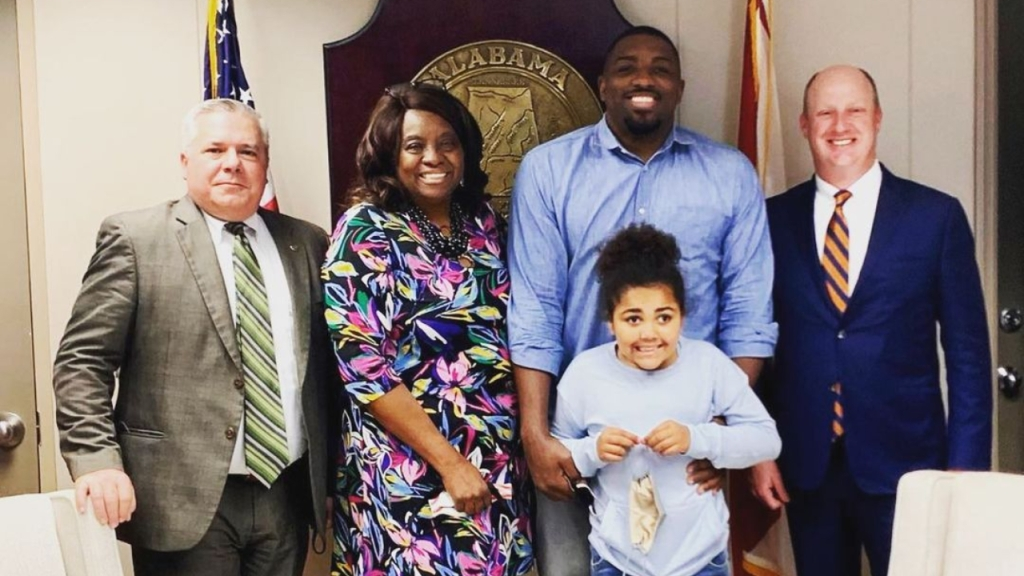UFC fighter Walt Harris meeting with Alabama officials as Aniah's law is one step closer to being established
