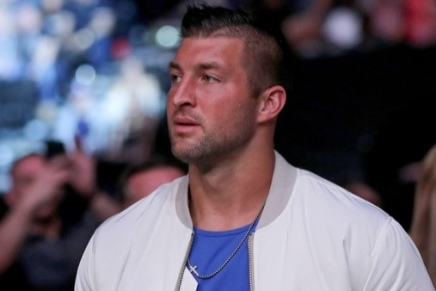Jaguars sign free agent TimTebow