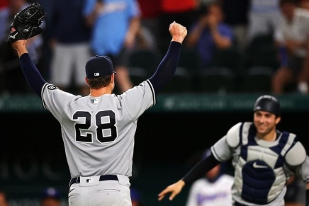 Yankees' Corey Kluber throws no-hitter againstRangers