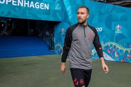Denmark's Christian Eriksen collapsed on pitch, taken tohospital