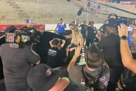 Kye Kelley proposes to LizzyMusi
